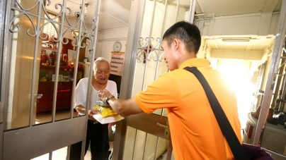 A Packet Of Rice Bring Smiles To Needy Old Folks In Singapore