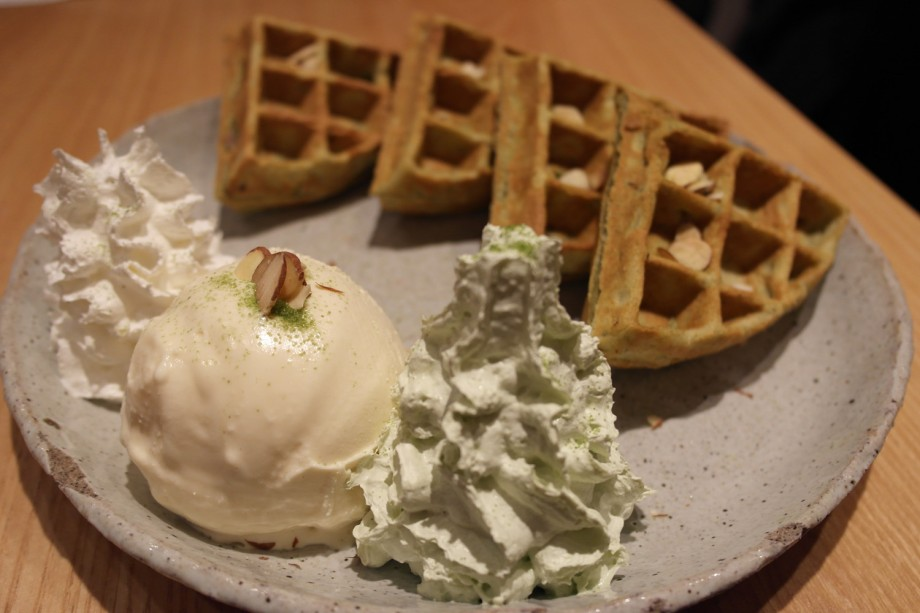 Ice Cream Waffles At Thanks Nature Cafe Seoul Korea - AspirantSG