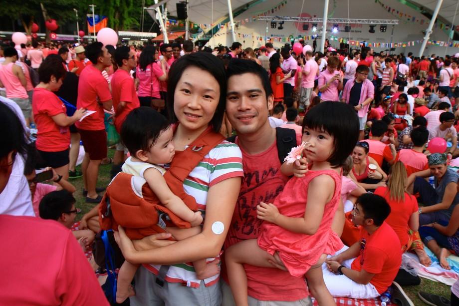 Family Love At Pink Dot SG 2014 - AspirantSG