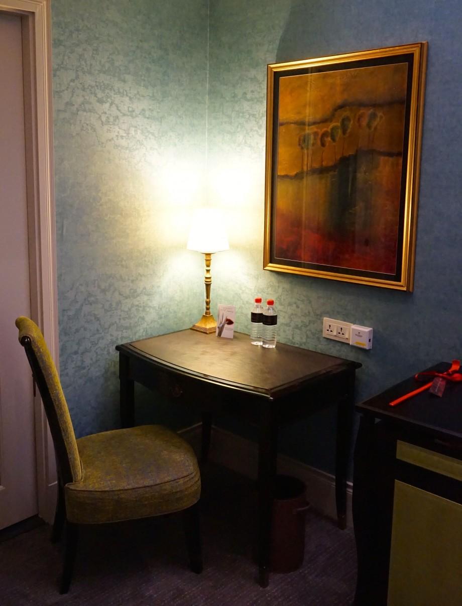Elegant side table The Scarlet Singapore - AspirantSG