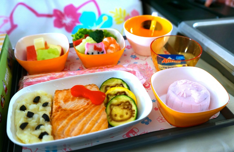 EVA Air Hello Kitty Adult Meals - AspirantSG