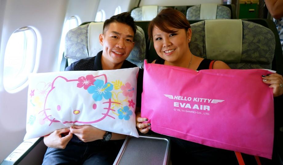 Happy Passengers on EVA Air Hello Kitty Flights - AspirantSG