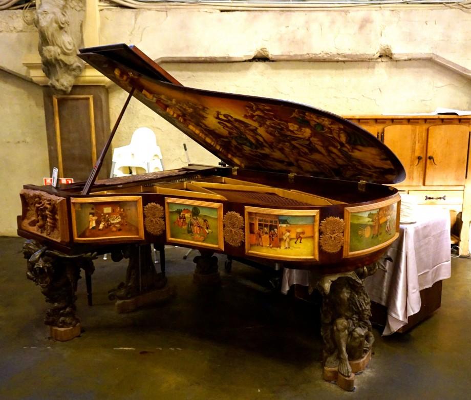 Antique Piano Deja Vu Restaurant Taipei Taiwan - AspirantSG