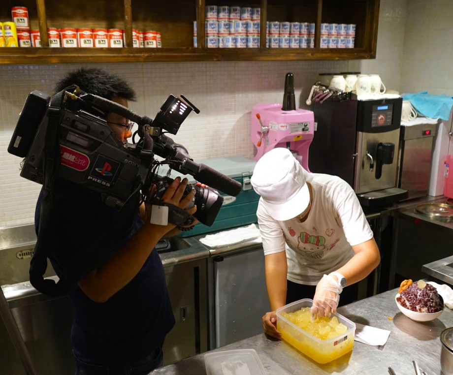 Filming the making of Fruit Ice Desserts - AspirantSG