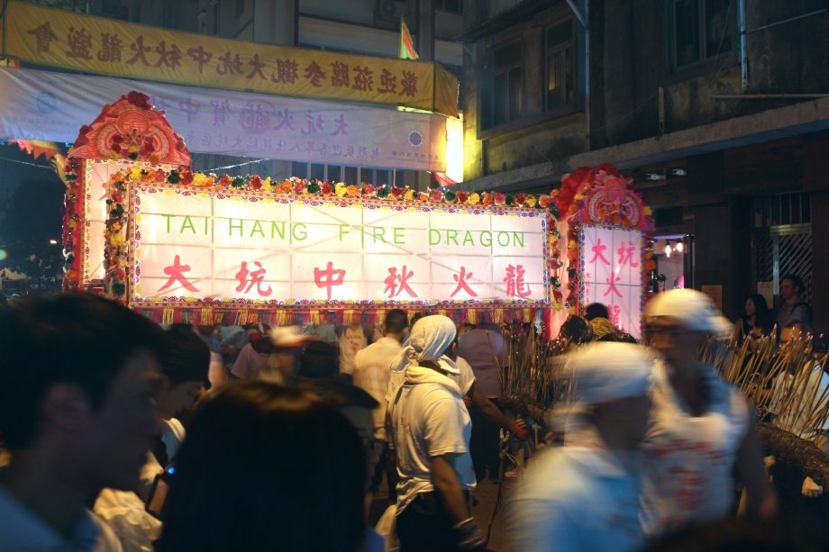 Tai Hang Fire Dragon Dance At Mid-Autumn Festival Hong Kong - AspirantSG