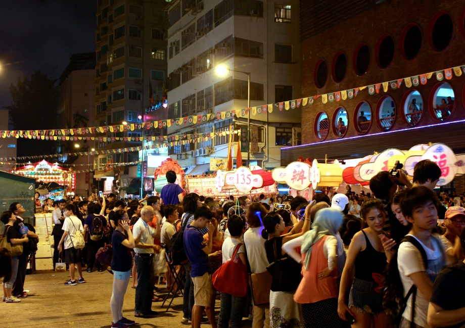 Crowd gathering For the Tai Hang Fire Dragon Dance - AspirantSG