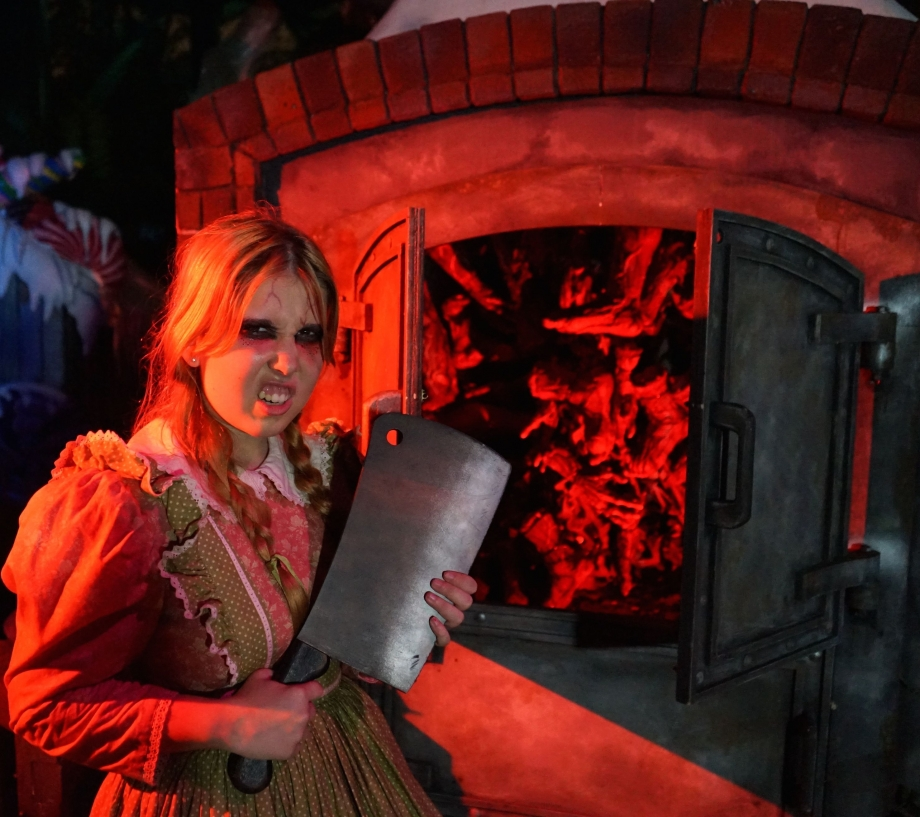Red Riding Hood Halloween Horror Nights 4 - AspirantSG