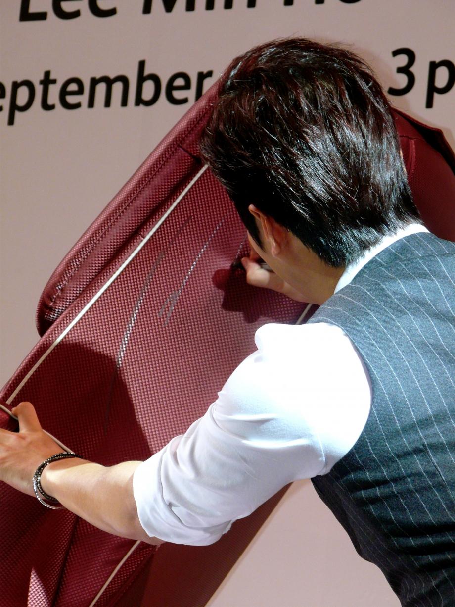 Lee Min Ho Signing On OSIM uDiva - AspirantSG