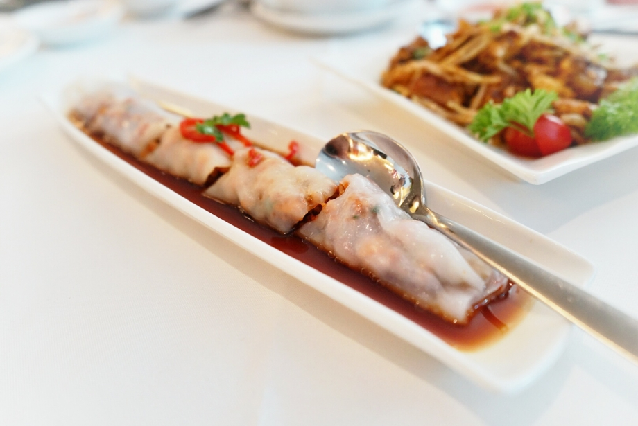 Steamed Prawn Rice Roll The Cathay - AspirantSG