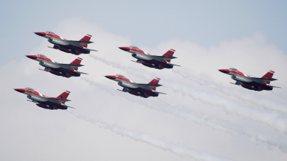 Black Knights Wow The Crowd At RSAF45 Singapore Airshow 2014