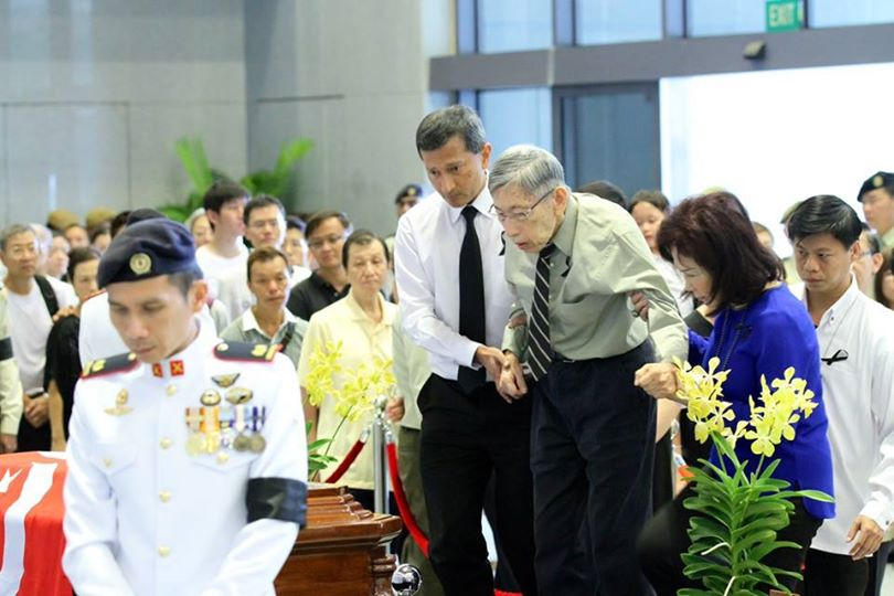 Mr Chiam See Tong pays his last respect to the late Lee Kuan Yew - AspirantSG