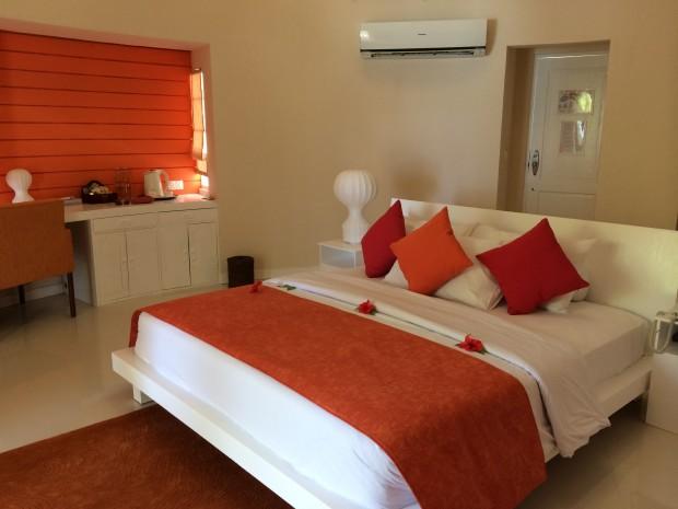 Vilureef Beach Villa Bed - AspirantSG