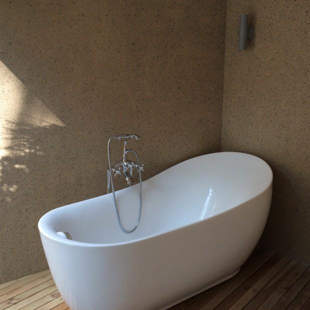 Vilu Reef Resort Bath Tub - AspirantSG