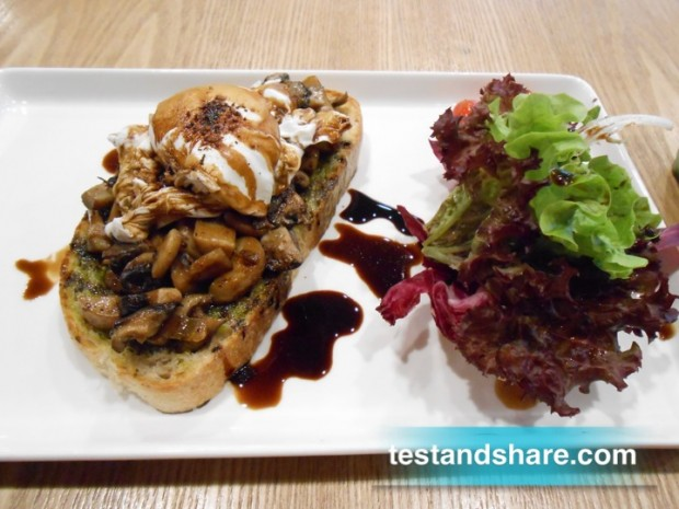 Grilled Mushroon Tartine