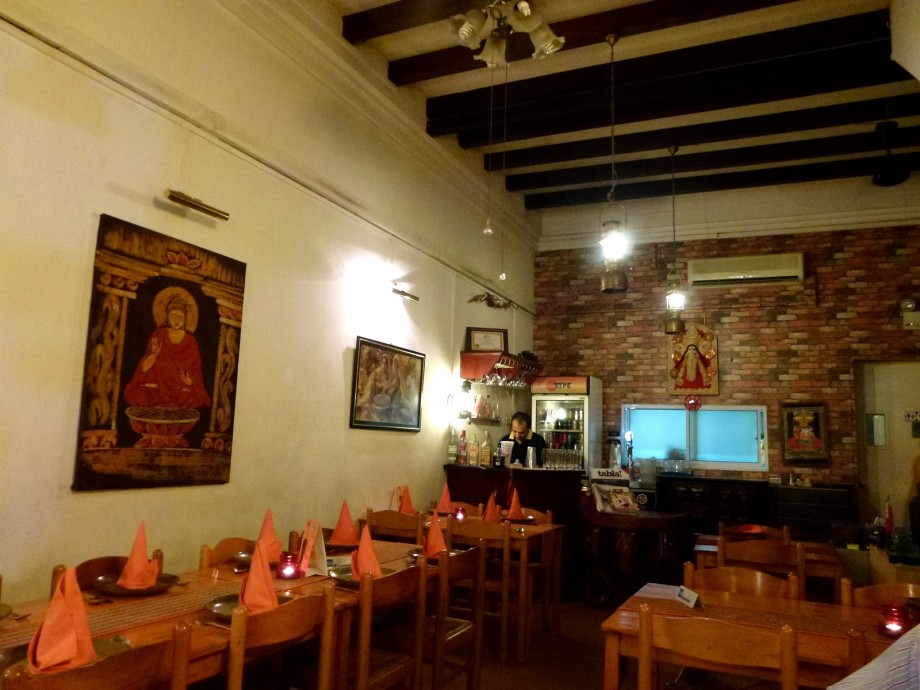 Mustard Restaurant Interior - AspirantSG