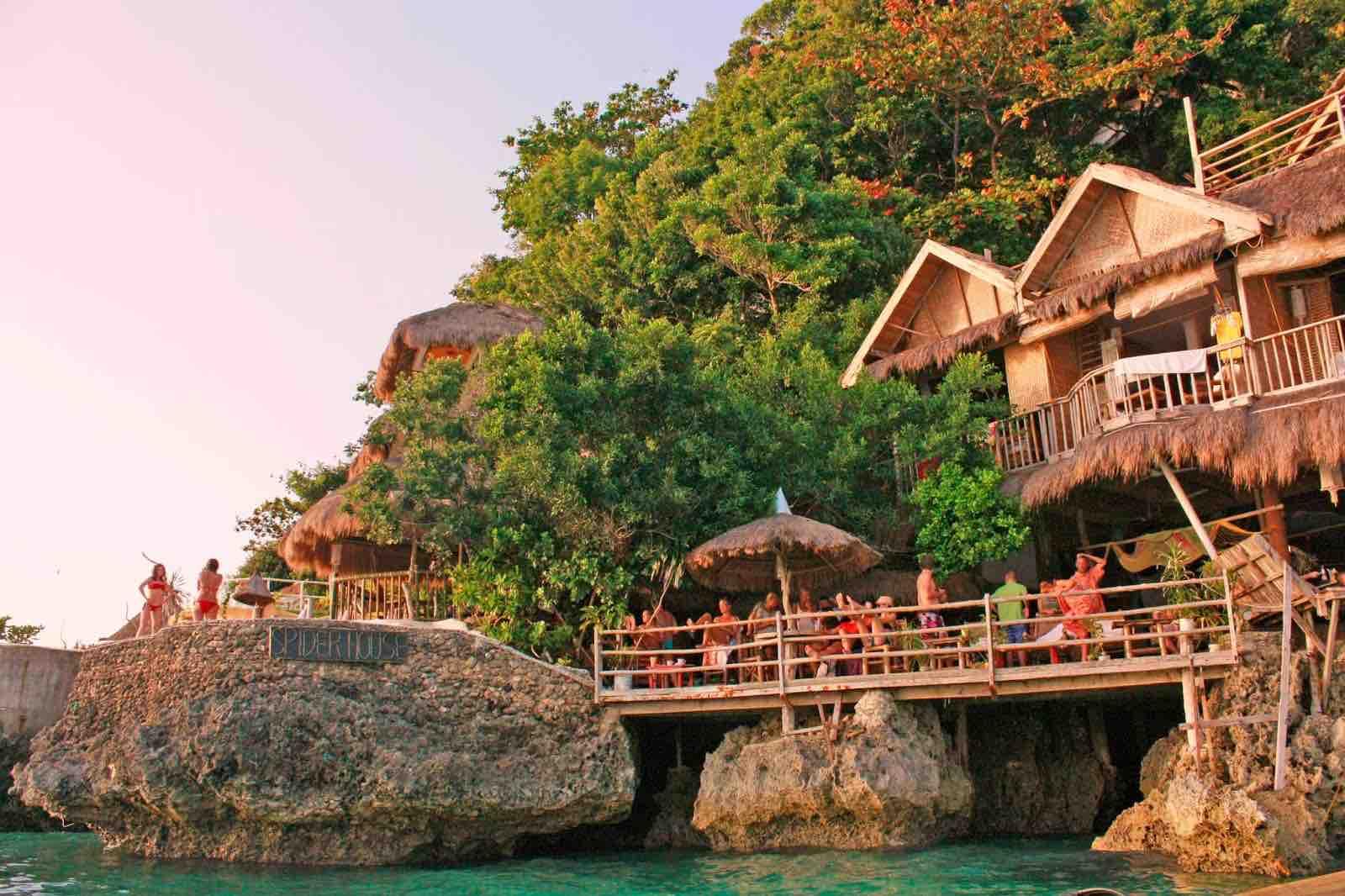Spider House Resort Boracay - AspirantSG