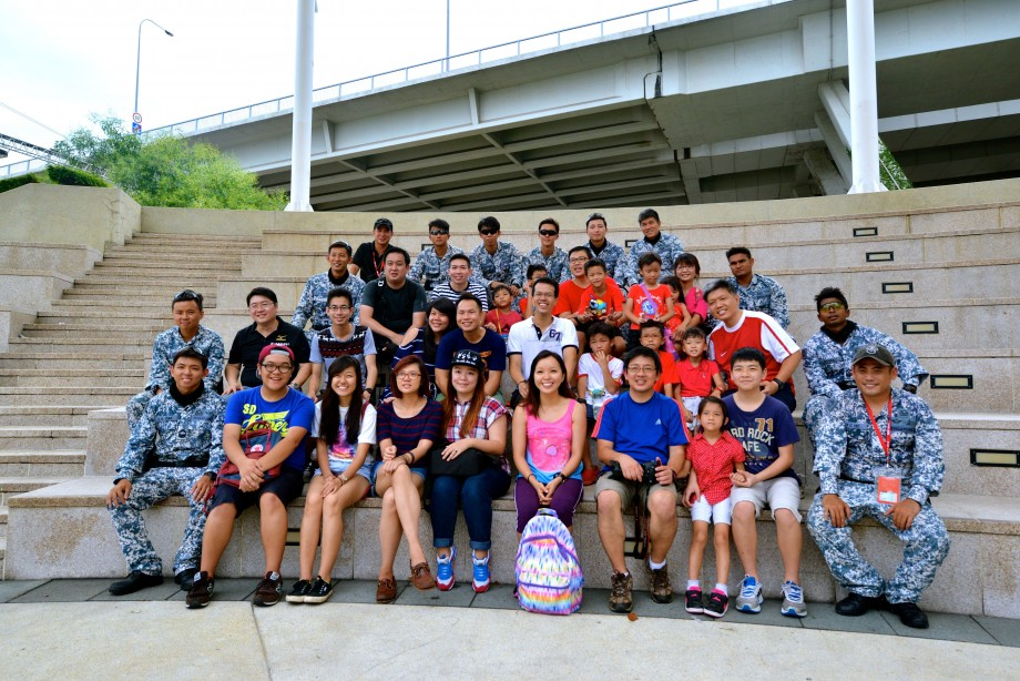 Group Photo With RHIBs Operators NDP 2014 - AspirantSG