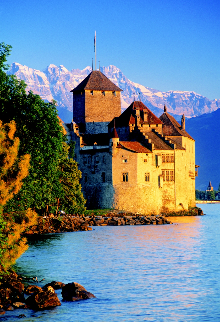 Chateau de Chillon, Montreaux, Lake Geneva, Switzerland - AspirantSG