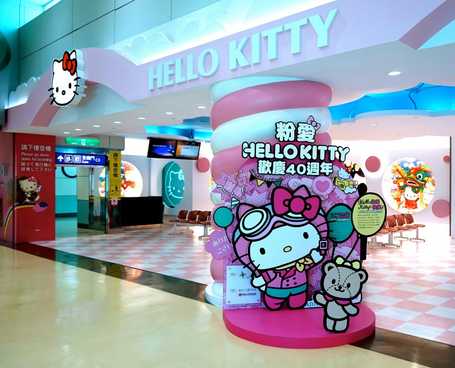 EVA Air Hello Kitty Boarding Gate - AspirantSG
