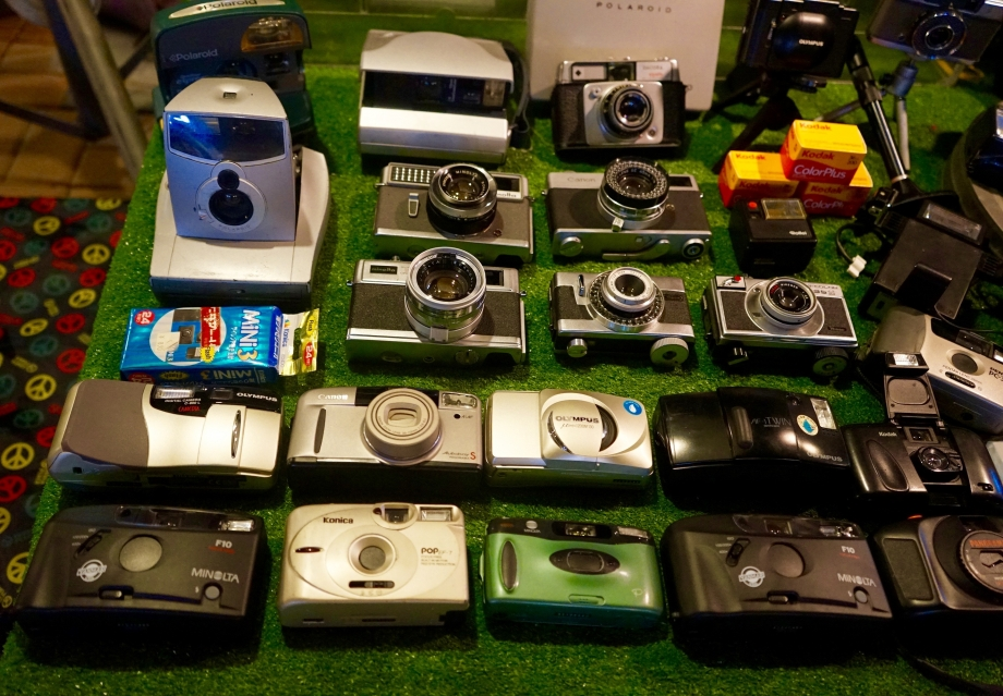 Vintage Cameras At Talad Rot Fai Night Market - AspirantSG