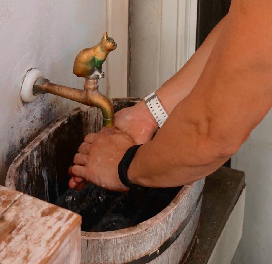 Washing hands before entering Caturday Bangkok - AspirantSG