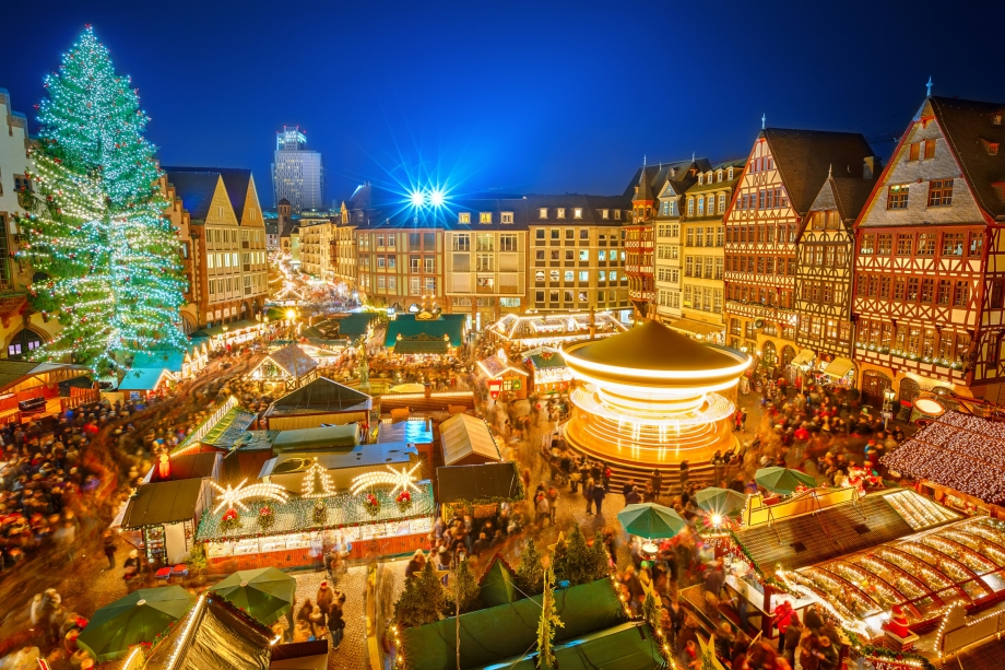 Traditional christmas market Frankfurt Germany - AspirantSG