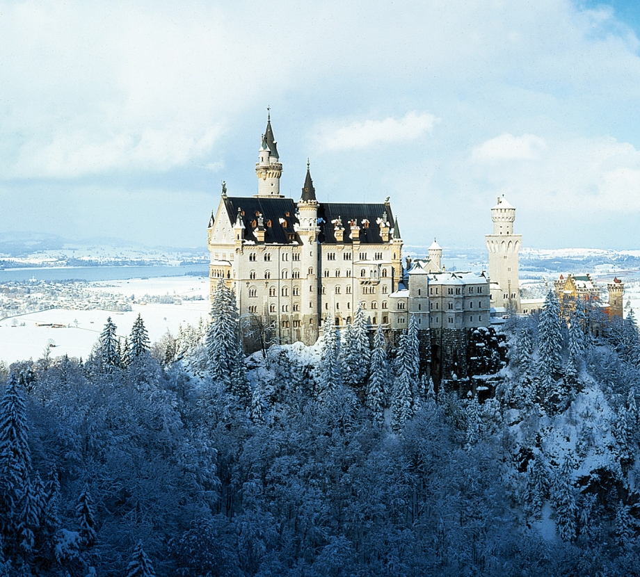 Neuschwanstein Castle in Germany - AspirantSG