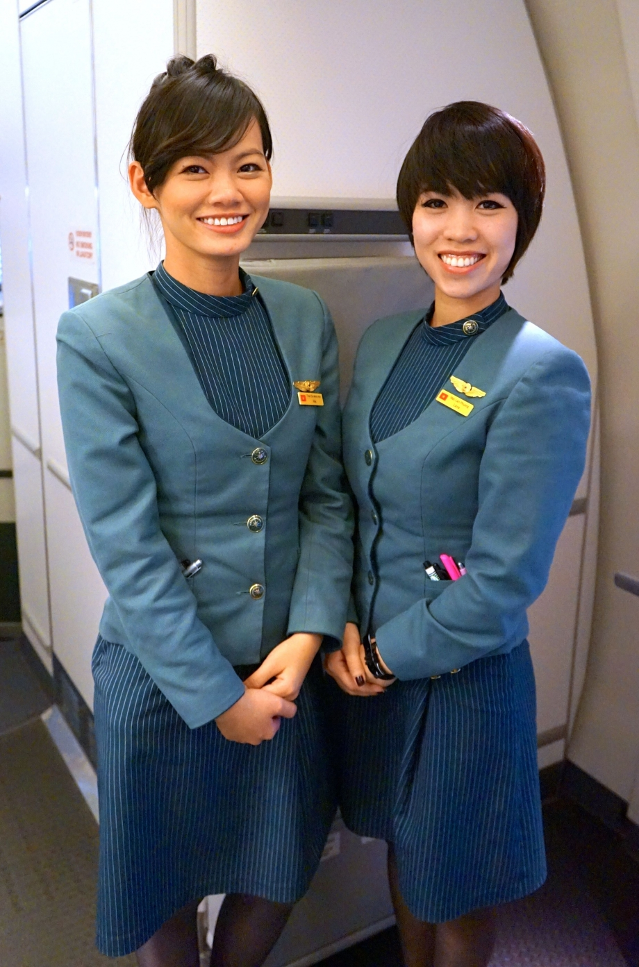 Eva Air Stewardess On Royal Laurel Class - AspirantSG