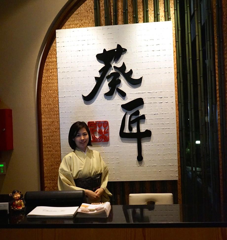 Ki-sho friendly Japanese receptionist