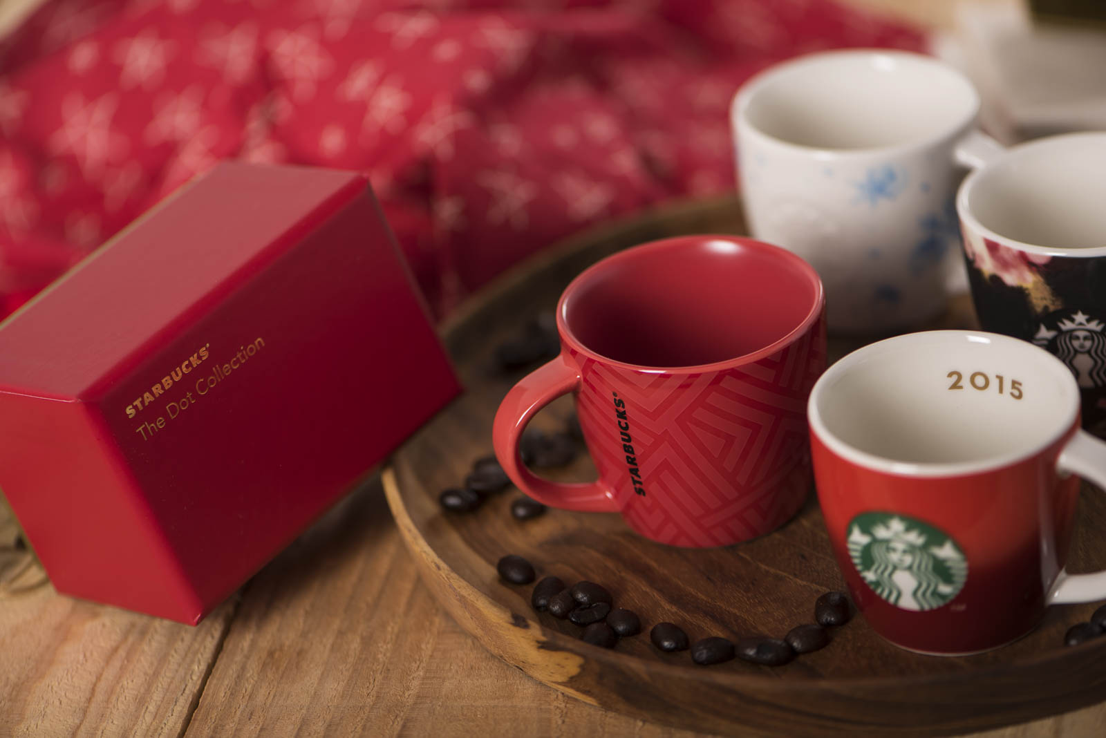 Starbucks Christmas Cups.Starbucks Singapore Launch Iconic Red Cups Christmas