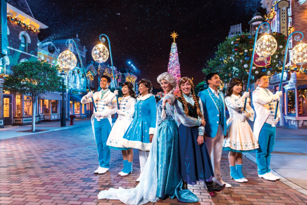 """Frozen"" Christmas Tree Lighting Ceremony Hong Kong Disneyland - AspirantSG"