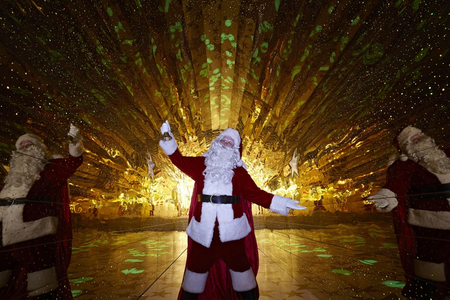Christmas Tunnel With Santa At Harbour City Hong Kong - AspirantSG