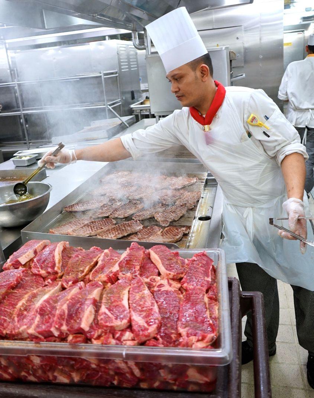 Cooking Steak On Mariner Of The Seas Royal Caribbean - AspirantSG