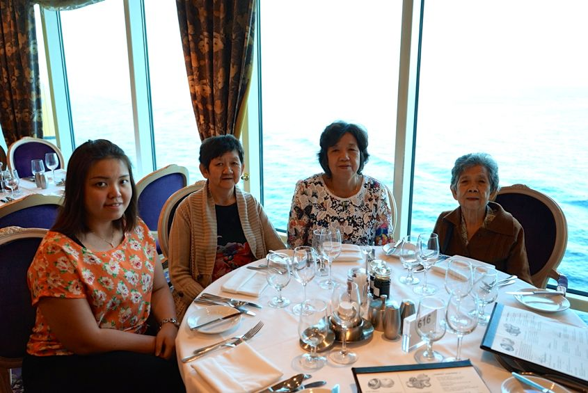 Dinner With family On Mariner Of The Seas Royal Caribbean -  AspirantSG
