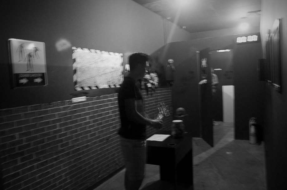 Darkness during the Zombie Escape Game Trapped Singapore - AspirantSG