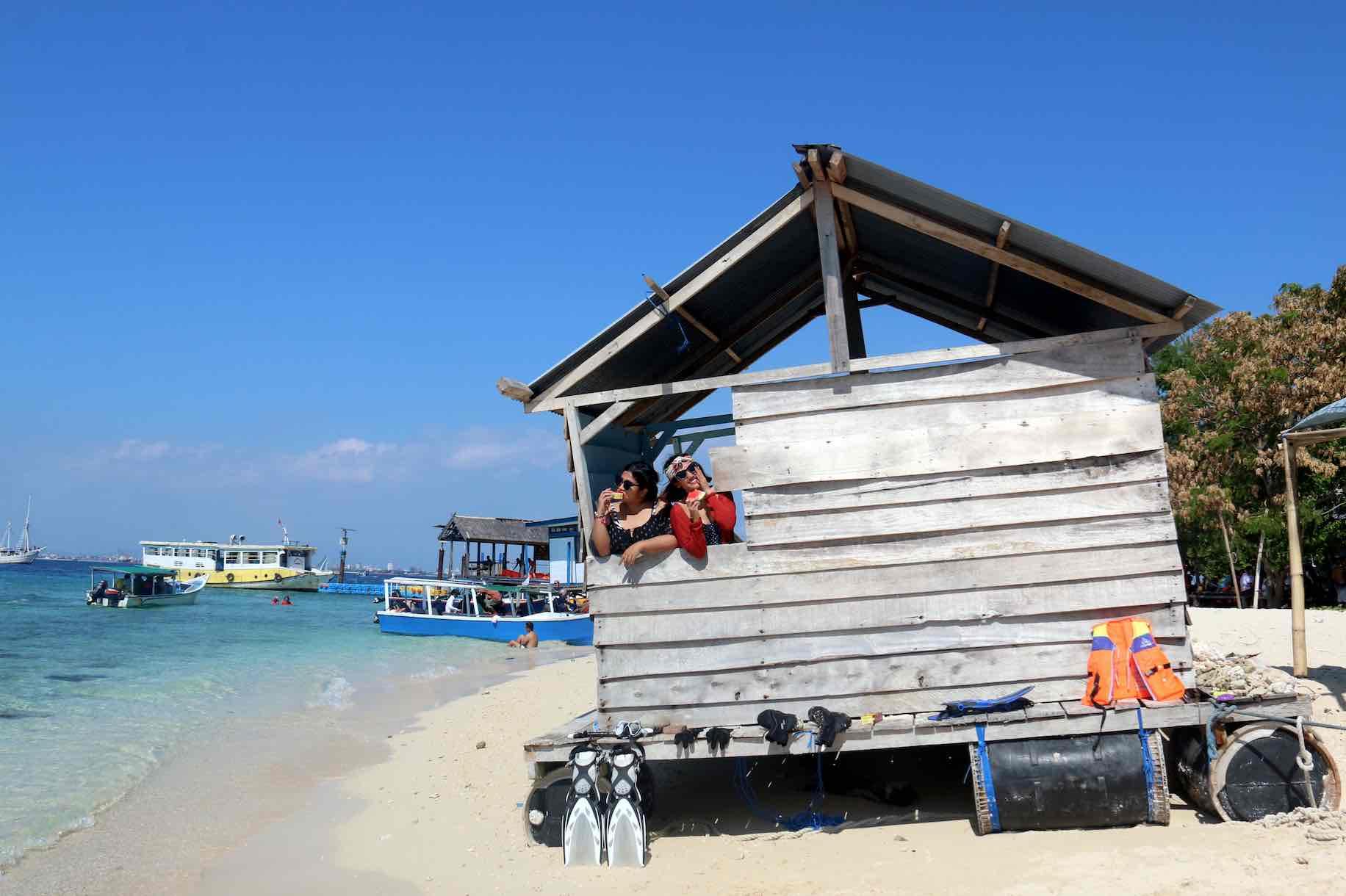 Cute Beach House Samalona Island - AspirantSG