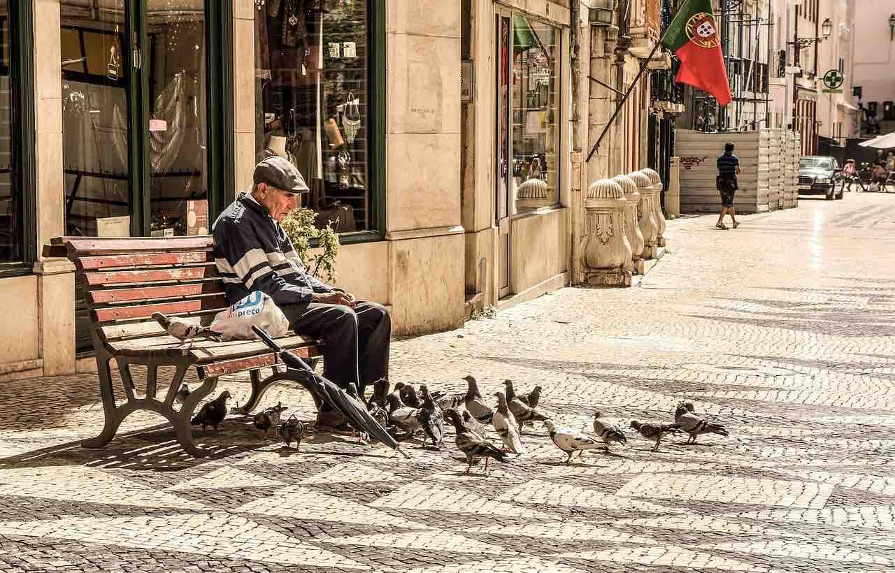 sad-elderly-pixabay-free-aspirantsg