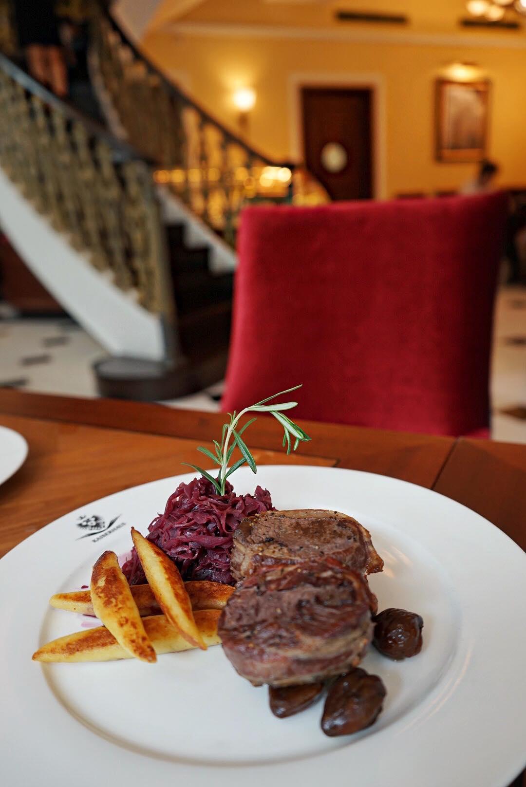 kaiserhaus-steak-with-bacon-aspirantsg