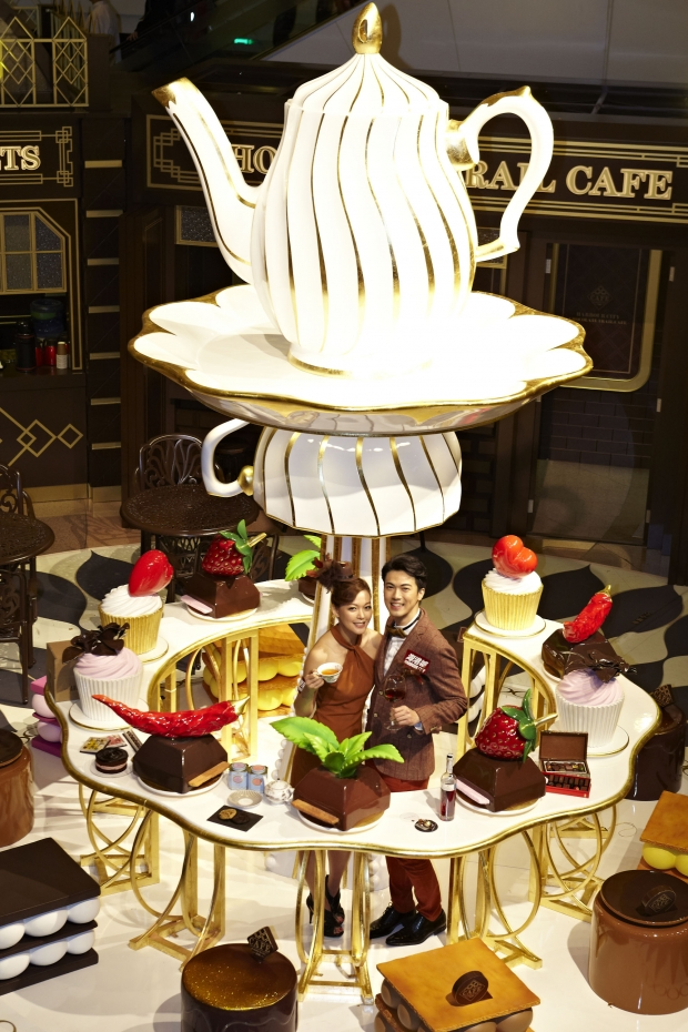 Giant Tea Set At Harbour City Hong Kong - AspirantSG
