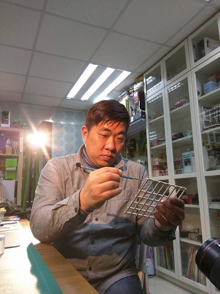 Local Figurine Artist Tony - AspirantSG