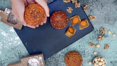 Buy & Deliver Mooncakes To Anywhere in Singapore With Deliveroo!