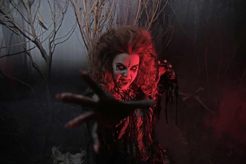uss-hhn6-red-witch-from-salem-witch-house-aspirantsg