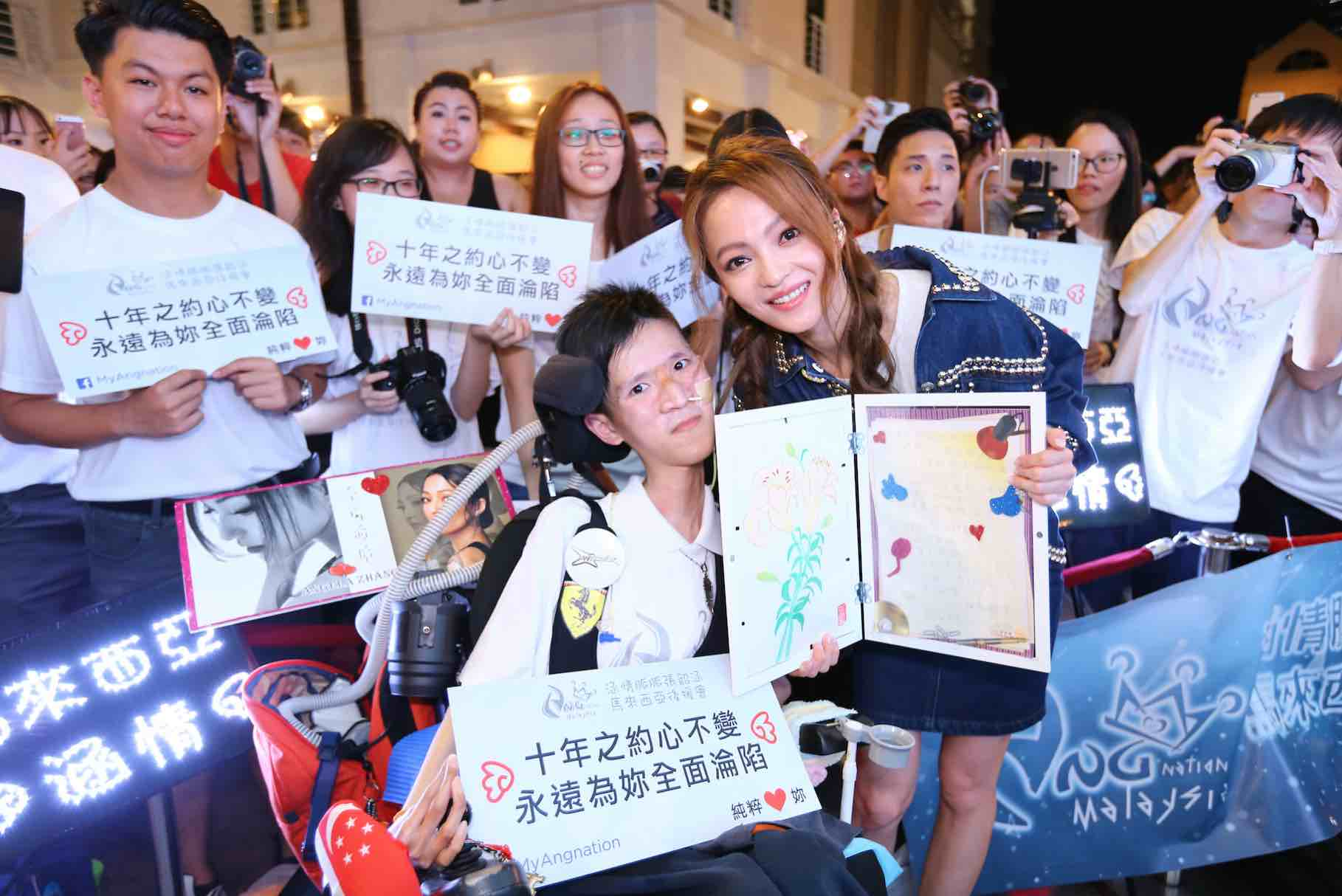 angela-zhang-with-fans-aspirantsg
