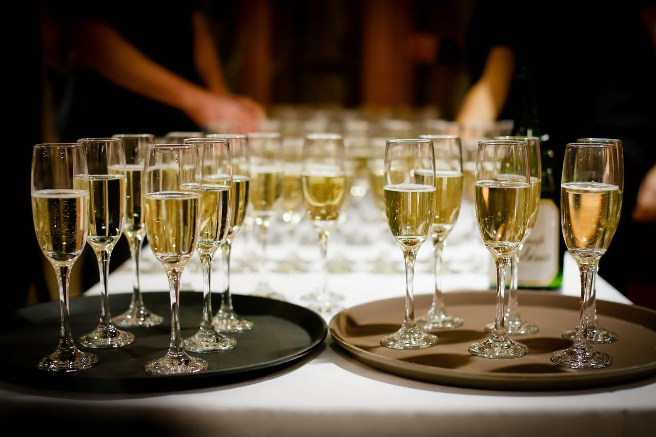 champagne-in-glass-pixabay-free-aspirantsg