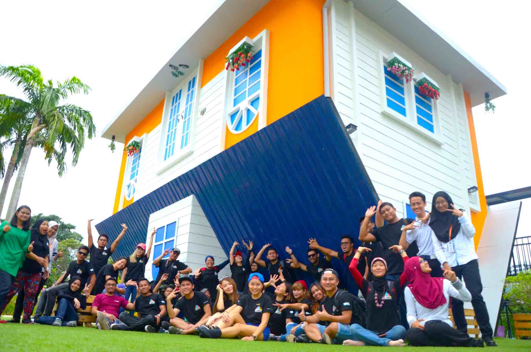 everyone-enjoyed-themselves-at-kl-upside-down-house-aspirantsg