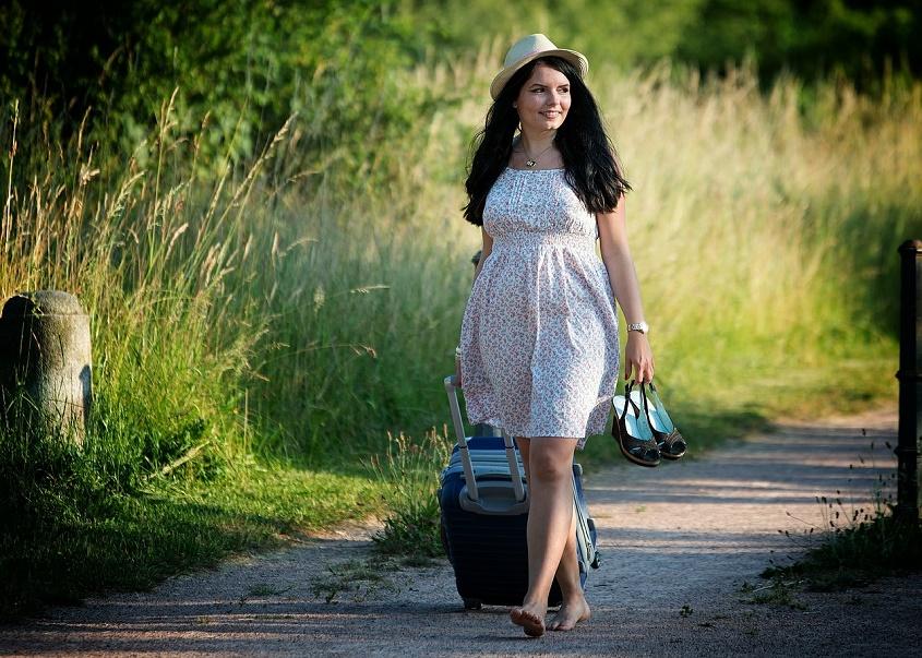 girl-travel-for-holiday-pixabay-free-aspirantsg
