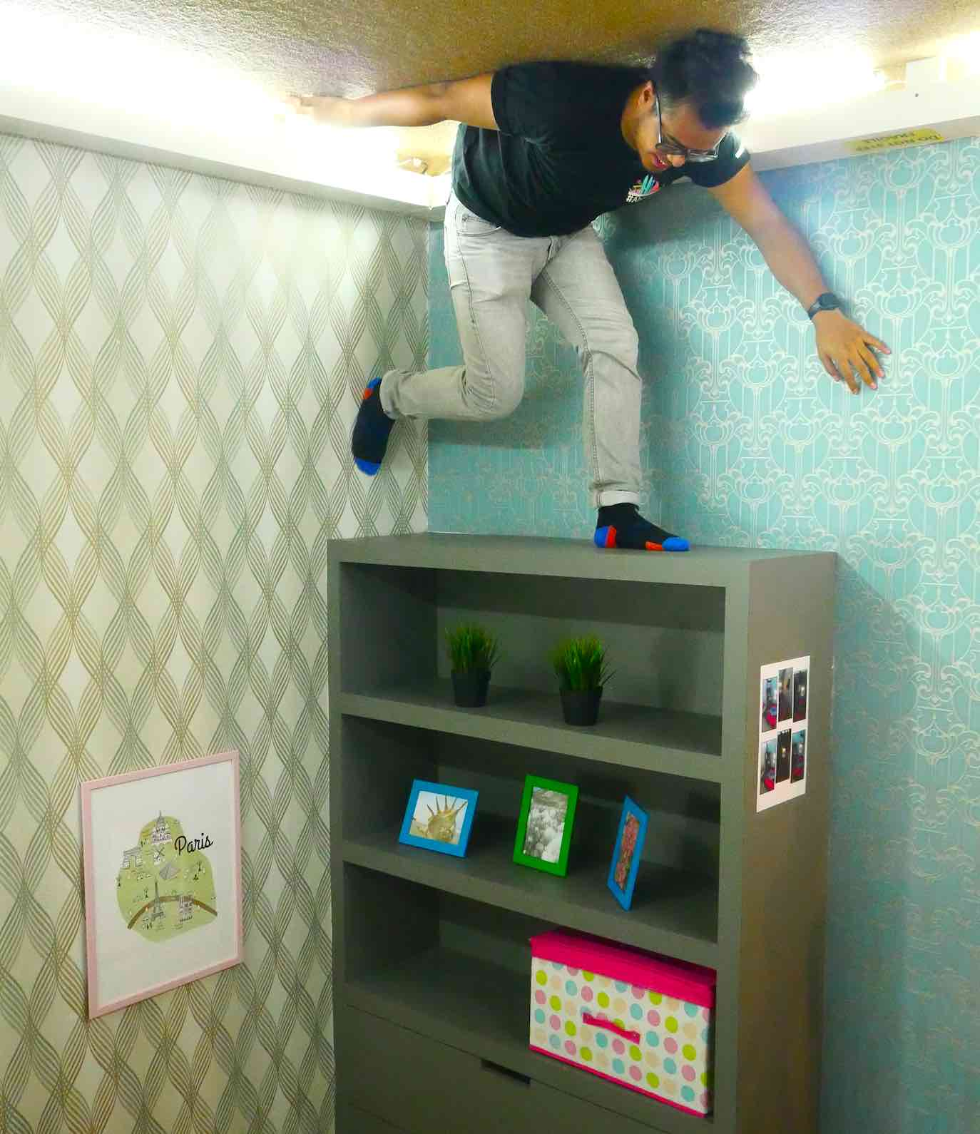 unbelieveable-poses-at-kl-upside-down-house-aspirantsg