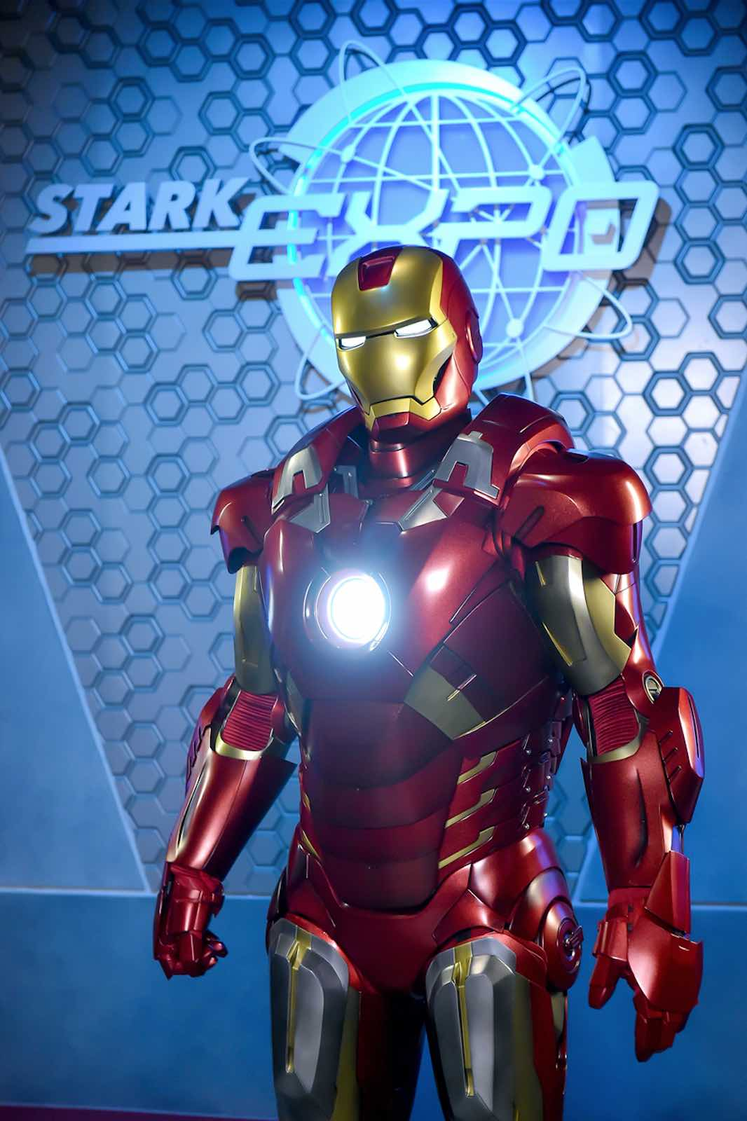 stark-iron-man-heroic-encounter-at-disneyland-hong-kong-aspirantsg