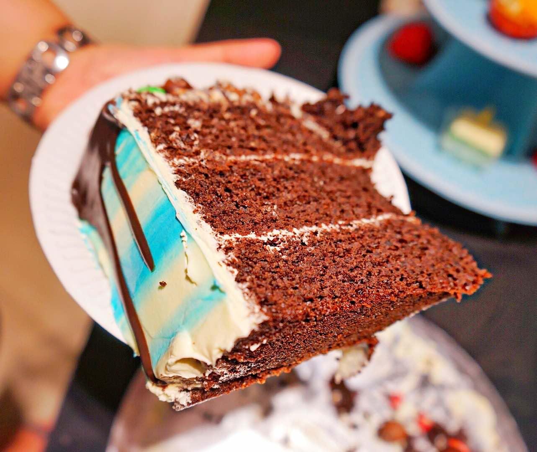 sweetest-moments-signature-moist-chocolate-cake-aspirantsg