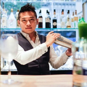 DRINK Cocktail Bar Singapore – Complimentary Canapés & Bespoke Cocktails